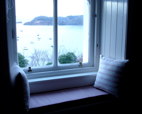 Theviewfromthewindowseabraetobermoryselfcateringcottageharborwindowseat