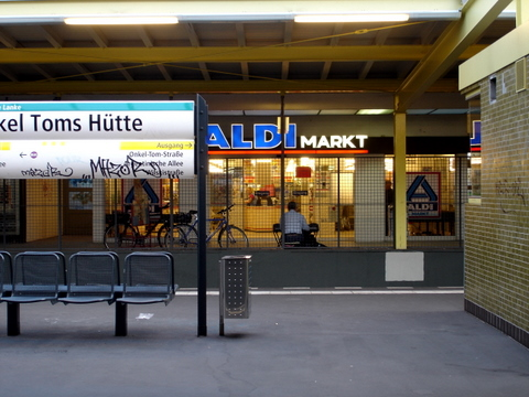 Onkeltomshutteberlintrainstationshoppingcenter