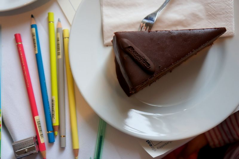 4-colored-pencils-sachertorte-sarah-wiener