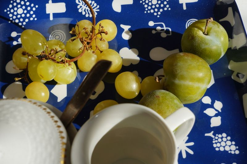 Greengages-blue-tray-grapes