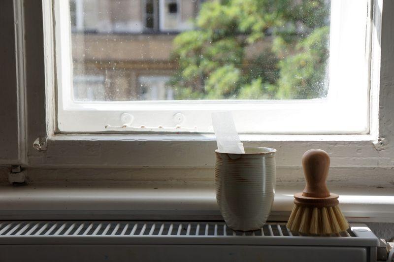 1-scrubbing-brush-ceramic-cup