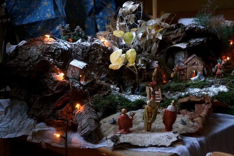 Advent-scene-school